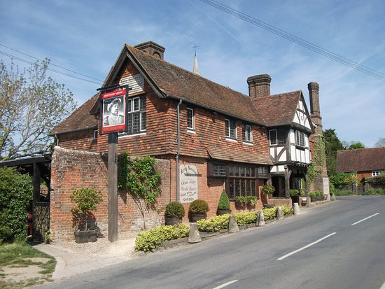 A lunch or dinner at Kind Henry VIII is not to be missed